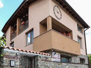 Guesthouse with seasonal mineral water pool,stone BBQ and mountain views
