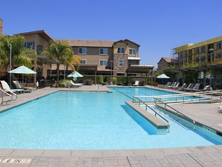 Upscale Brand New Townhouse 3B3.5B with Pool & Spa