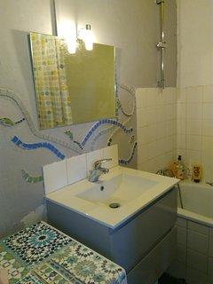salle de bain en cours de décoration