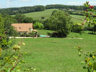 Dordogne gite, luxury 4-bed, 3-bath barn conversion in the Perigord Vert
