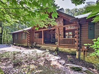 Rustic Sapphire Log Cabin w/Private Hot Tub & Deck