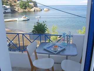 'Alkistis' 1st Floor Apartment by the sea