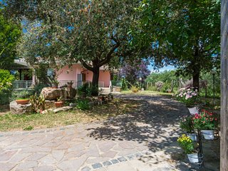 3 bedroom Villa with Pool, Air Con, WiFi and Walk to Shops - 5027882