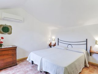 Sughera Apartment Sleeps 6 with Pool Air Con and WiFi - 5055448