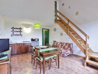 Sughera Apartment Sleeps 5 with Pool Air Con and WiFi - 5055444