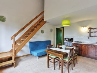 Sughera Apartment Sleeps 6 with Pool Air Con and WiFi - 5055442