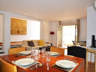 Close to King's Palace and all local amenities.