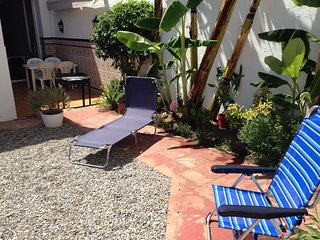 CASA CON PATIO IDEAL VACACIONES SIN COCHE, A SOLO 100METROS PLAYA.