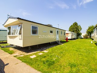 8 Berth, close to amenities. D/G, C/H. Seawick Holiday Park. REF 27071