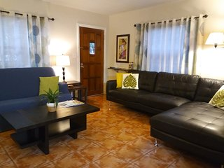 Comfortable Duplex Apt.- Great Location by Downtown St. Pete, Baseball & Beaches
