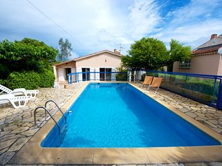 33827 4-bedroom villa for 10, pool 8 x 4,competitive priced,beach&centre 600 mtr