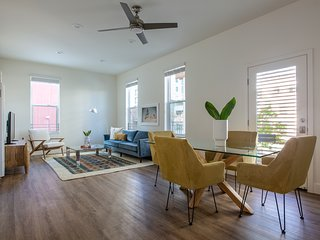 Sonder | State Suites | Deluxe 2BR + Balcony