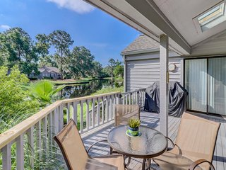 Intimate condo w/ pool access and tennis courts - minutes to the beach