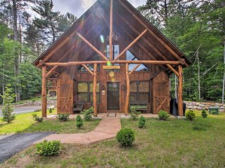 Timber Home: Walk to Slopes & N Conway Shops!