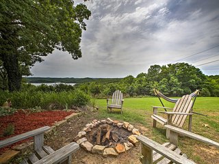 NEW! Mtn Home Apt w/Backyard Views of Norfork Lake