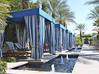 Stunning Poolside Villa ROOM 3