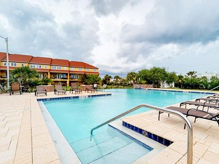 Beachside townhome w/ Gulf views and 2 shared pools - Snowbirds welcome!