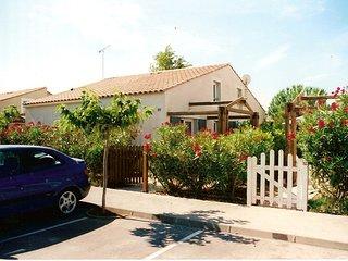 A 3 km mer. Villa 2 a 6 personnes dans residence de loisirs, calme et securisee.