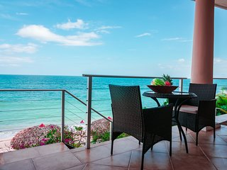 ASTOUNDING OCEANFRONT ONE BEDROOM APARTMENT - TRITON SUITE
