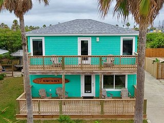 Fabulous, Like new 3 bedroom 2 1/2 bath home in the heart of Port Aransas!