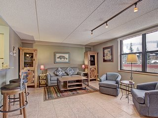 VS367 Village Sq 1BR 1BA