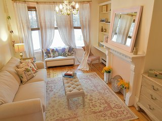 Éco-Chic French Rustic Charlestown Apt~Free Parking by Bunker Hill/Freedom Trail