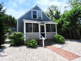 Newly Updated Brewster Cottage, 150 feet from Private Beach: 021-B