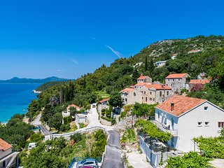 Apartments Cypress Sea Cove - Studio Apartment with Balcony and Sea View