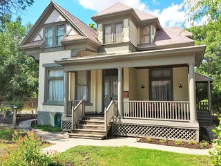 Historic Manor House 3.5 Blocks from Convention Center
