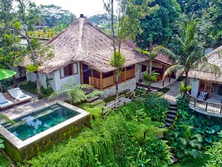 Mambo, Luxury 2 Bedroom Villa, Feature Gardens, Near Ubud