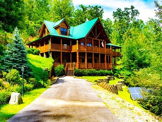 Mountain Paradise Gatlinburg Cabin
