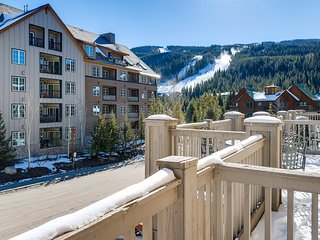 Premier 2 bed / 2 bath Condo~Walk to Lifts! Kids Ski Free!