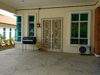 Nur Dylla Muslim Semi-D Homestay Melaka