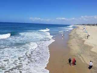 Upscale Huntington Beach 1 Bdr Condo 1.5 Miles to the Beach!