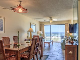 Premium 1st Floor Unit 2 bed 2 bath Sleeps 8 Gulf front condo