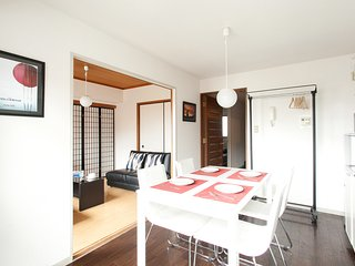 Famous Japanese Gardens by walk, Yamanote-line, Quiet room