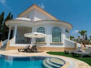 VILLA APHRODITE - LUXURY VILLA IN IDYLLIC SURRONDINGS IN AYIA THEKLA