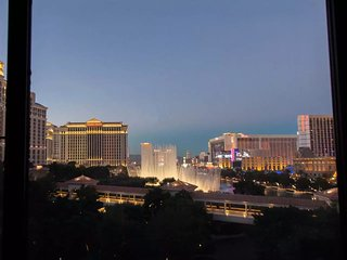H 1BD ON STRIP/Panoramic View of Bellagio Fountain