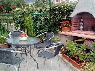 2 BR Apt for 6 with lovely flower garden