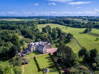Luxury Garden Cottage on Historic Blair Estate - sleeps 4. Glasgow 30 mins.