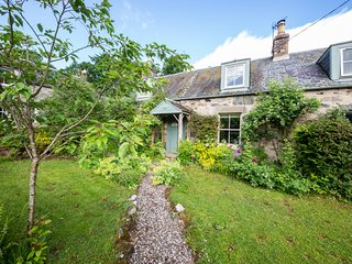 Bay Tree Cottage Sleeps 4 and dog friendly