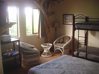 Magpie Jay Room / Sleeps 4 / Free Breakfast