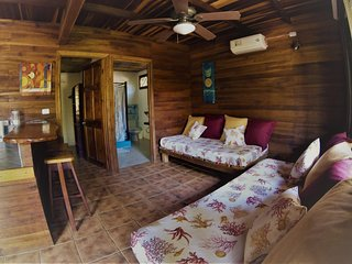 Rustic Apartment,Raratonga, 2 mins walk to the beach