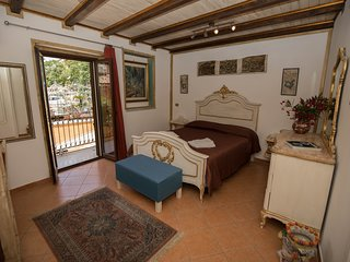 Cannatella's Mansion 1 king room