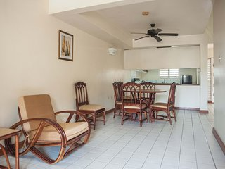 El Greco-2 Bedroom Suite with Breakfast and Beach Passes