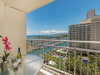 Ocean View Ilikai Condo with Full Kitchen & Tons of Amenities, FREE PARKING!
