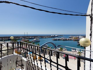 Balmes 22-Views to the harbour, next to the sea and free interenet