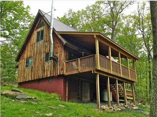 Stonedrifts Mountain Cabin, Private 10 Acre Retreat (Berkeley Springs, WV)