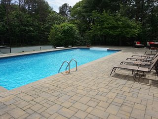 Secluded Hamptons Luxury - Heated Pool, Hot Tub & Tennis