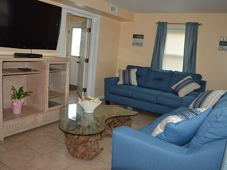 Apt A, 3 bedroom/2 bathroom ​bayside apartment, fully furnished.